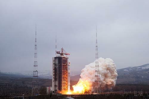 地球観測衛星「遥感二十八号」を搭載した長征四号乙ロケット