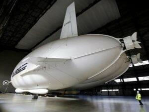 とにかくデカイ! 世界最大の航空機「Airlander 10」が初浮上