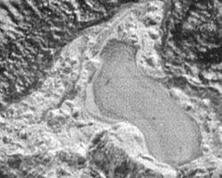 冥王星に凍った池を発見。過去には流れる川も? NASAが画像公開