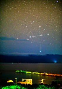 西表上空に輝く南十字星、鳩間島で撮影に成功