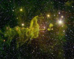 緑に染まる宇宙…そこではクモが星を育んでいた
