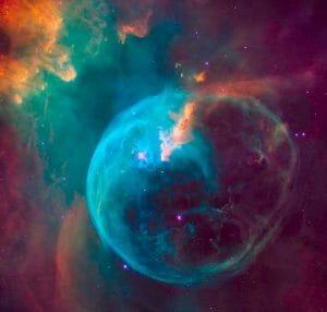 26周年迎える「ハッブル宇宙望遠鏡」、卵型の青い星雲を撮影