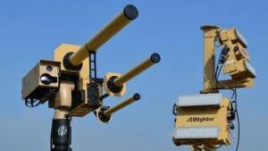 まるでSF兵器。ゴツい「ドローン撃墜システム」を米空港がテストへ