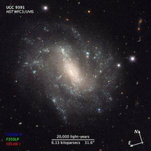 宇宙、推測より5〜9%速く膨張か 「ダークな何か」が関与?