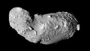 小惑星「イトカワ」微粒子に40億年の痕跡発見 JAXAが発表