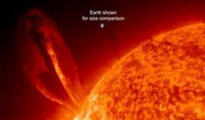 地球35個分!?  超巨大な「プロミネンス」が太陽で観測される