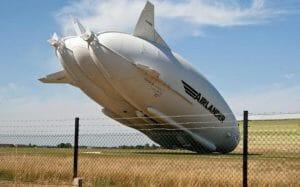 世界最大の航空機、電柱に引っかかり墜ちる。テスト飛行最中で怪我人はなし