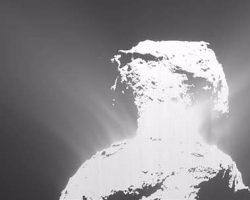 探査機ロゼッタ、チュリュモフ・ゲラシメンコ彗星にてガス噴出と地すべりを観測