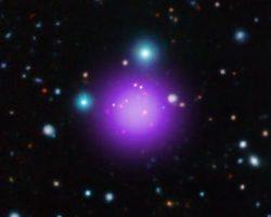 幻想の紫。111億光年と史上最も遠い銀河団「CL J1001」が発見される