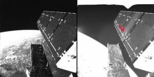 人工衛星の「自撮りカメラ」、太陽電池に何かが衝突した痕跡を撮影