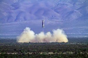 ニューシェパード4回目の試験飛行のブースター着陸 ©Blue Origin