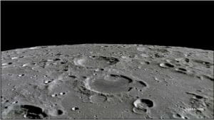 月のクレーター、予測よりずっと早く「化粧替え」していた 将来の月面開発に不安も