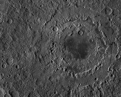 月の「3重リングクレーター」はわずか数分で形成か 月探査機グレイルが謎を解明