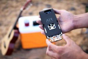 スマホケースに入るひみつ道具風ドローン「AirSelfie」登場 自撮りにも最適!