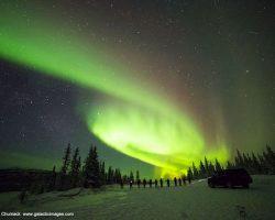 綺麗! まるで銀河のように渦巻くオーロラがアラスカに出現