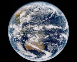 ひまわり9号が初撮影した「美しい地球」の高解像度画像をご覧あれ