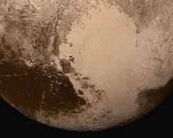 冥王星の「クジラ模様」 カロン誕生時の天体衝突が原因? クトゥルフ領域の謎解明へ