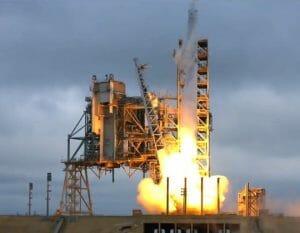 スペースX「ファルコン9」ロケット打ち上げ実施 歴史的なケネディ宇宙センターから