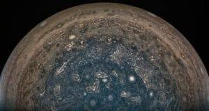木星探査機「ジュノー」 接近マヌーバを断念 南極の新画像を送信