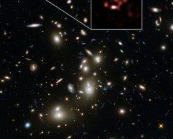 132億光年先の銀河「A2744_YD4」 アルマ望遠鏡が観測