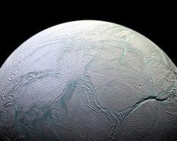 NASA重大発表:土星衛星「エンケラドゥス」に生命の可能性 熱水噴出の証拠発見