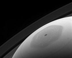 土星北極の目のような六角形、カッシーニが撮影