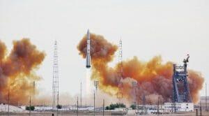 「プロトン」ロケットが1年ぶりに打ち上げ 米通信衛星「EchoStar-21」搭載