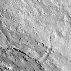 小惑星「ケレス」の不思議な地形「Pongal Catena」