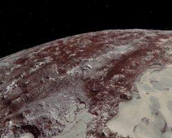 気分は探査機! 冥王星と「カロン」の飛行体験をニュー・ホライズンズ視点でどうぞ