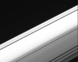 土星の環を内側から通過し観測した動画 探査機「カッシーニ」より