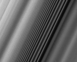 カッシーニが捉えた、美しい土星の環の縞模様