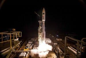 「アトラスV」ロケット、米偵察衛星「NROL-42」打ち上げ成功