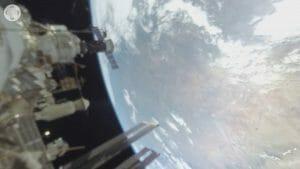 週末は初の「宇宙遊泳の360度映像」を楽しんでみよう