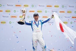 ヨシが世界一!エアレース最終戦で室屋義秀が優勝、年間チャンピオンに(速報)