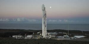 スペースX、ロケット打ち上げを2月21日に延期 ペイロード・フェアリングを最終チェック