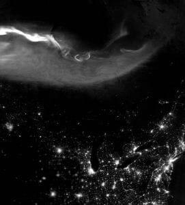 オーロラと北米の夜景の共演