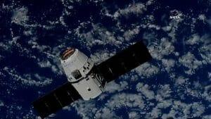 スペースX、再使用ファルコン9とドラゴン補給船でISSミッション成功