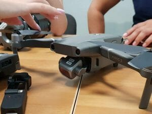 DJI新型折りたたみドローン「Mavic 2」、機体画像が流出か。センサーサイズで2バリエーション?