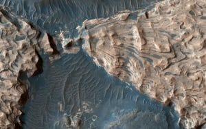 火星の巨大クレーター「アラム・カオス」に存在する、大洪水の跡