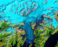 アラスカの後退し続ける氷河