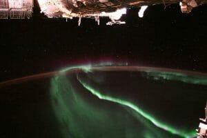 宇宙ステーションから眺めるオーロラ