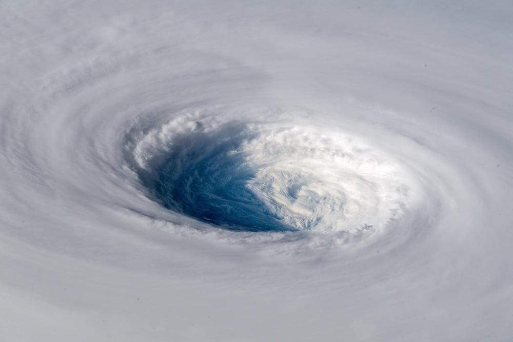 欧州の宇宙飛行士アレクサンダー・ゲルスト氏(@Astro_Alex)による「国際宇宙ステーションから撮影した台風24号(チャーミー/TRAMI)」の姿が9月25日、Twitterにて