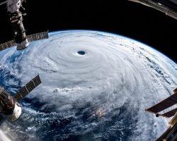 地球の栓を抜いた?宇宙飛行士が見た台風24号