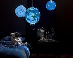 部屋に浮かべる星「インフレータブルライト」 ヴィレヴァンが発売