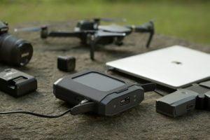 コンセント給電やType-C入出力対応のプロ向けモバイルバッテリー「Omni Ultimate」