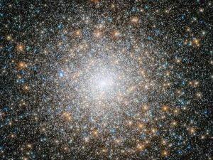 終焉を迎える10万以上の光。球状星団「M15」