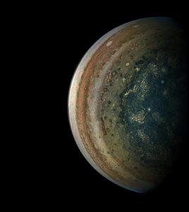 下側から眺める木星の南極と層