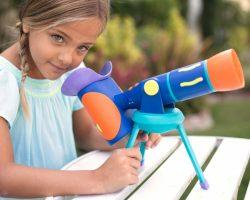 大人も楽しめそう。4ヶ国語対応の知育玩具「おしゃべり望遠鏡」