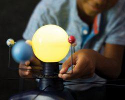 太陽系の動く立体模型&プラネタリウムが登場