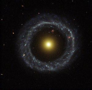 リングを持つ銀河の中にリングを持つ銀河